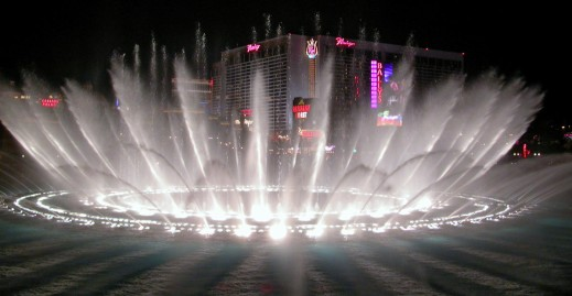 Bellagio_fountains_night